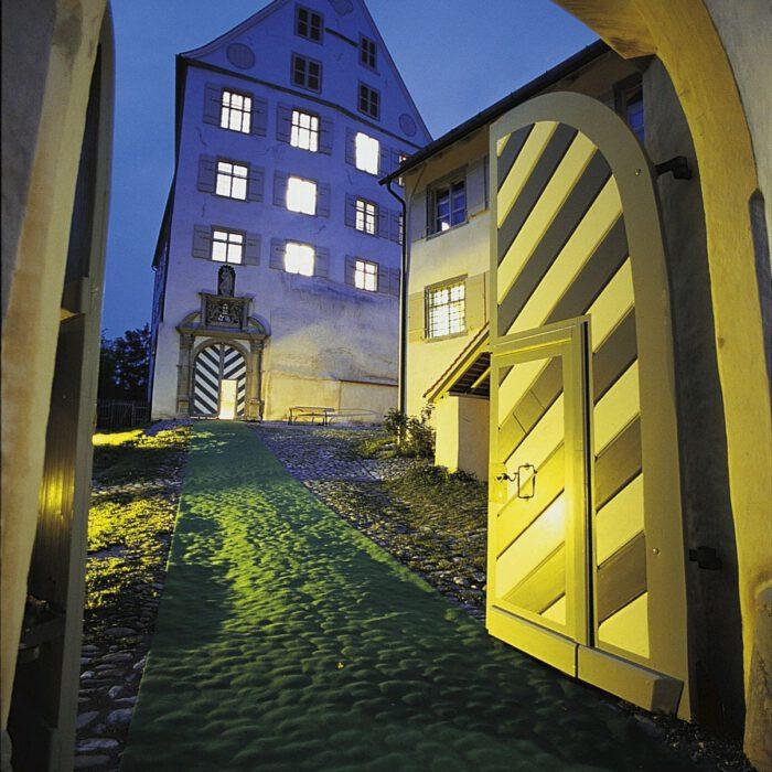 Schloss Achberg am Abend   Foto Peter Mathis