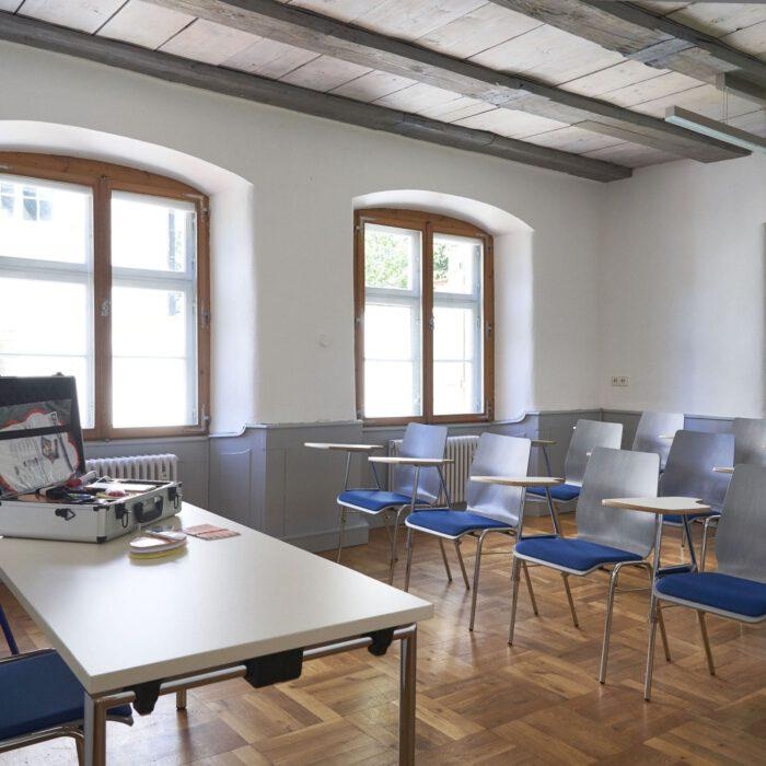 Amtshaus, Seminarraum II mit Moderationskoffer | Foto Anja Koehler