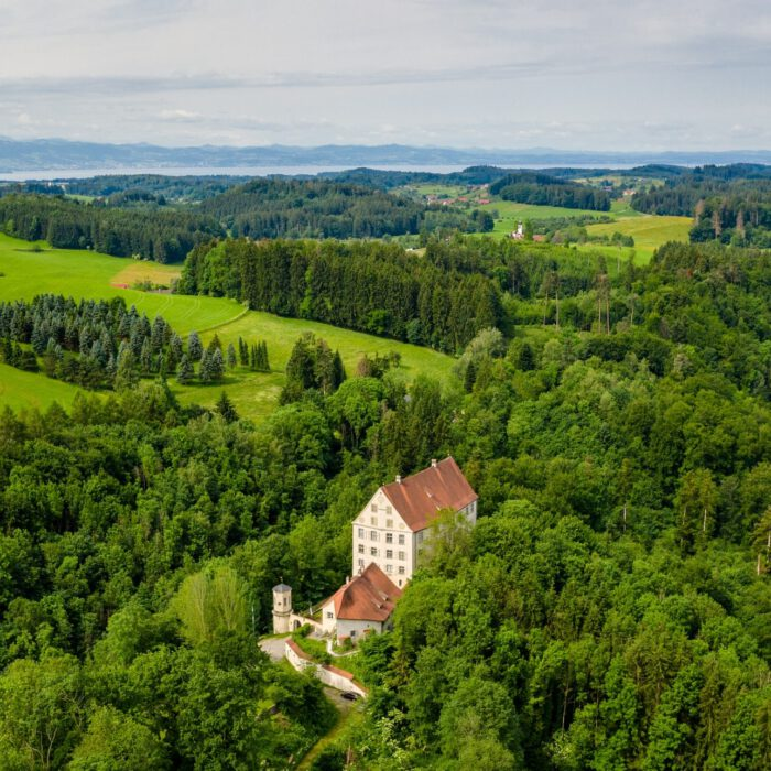 Schloss Achberg, Luftaufnahme   Foto Erika Duerr