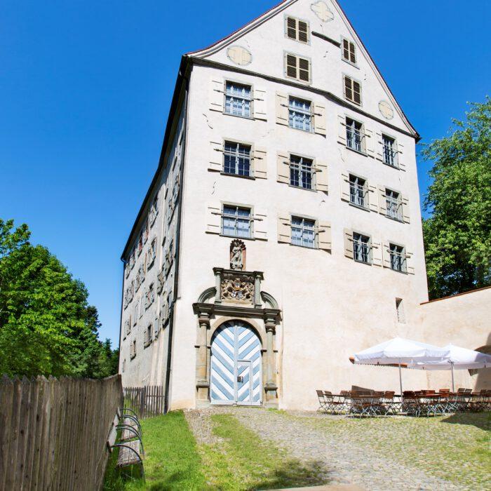 Schloss Achberg, Eingangsportal und Innenhof   Foto Karin Volz