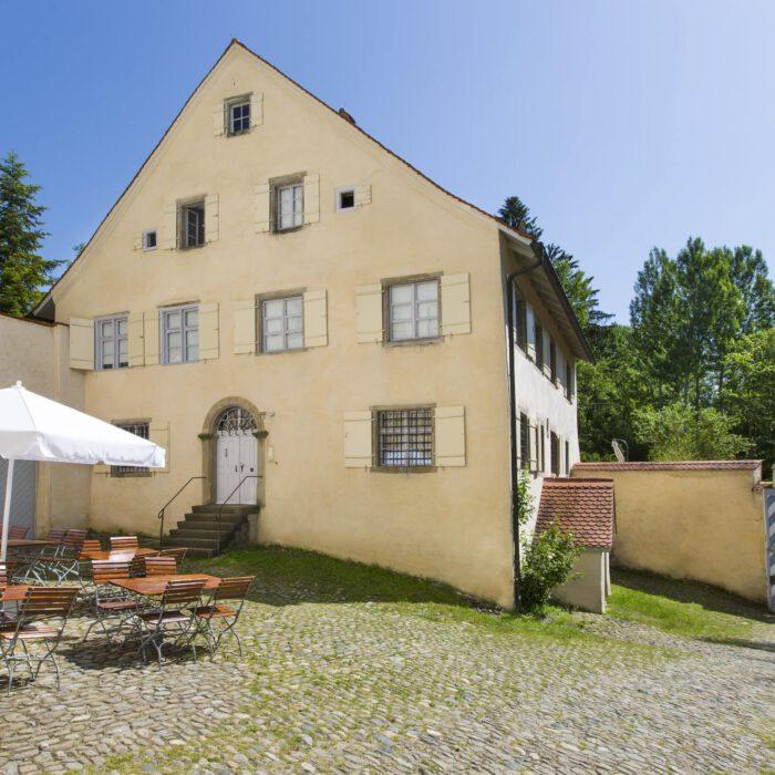 Amtshaus, Sitzplätze im Innenhof   Foto Karin Volz